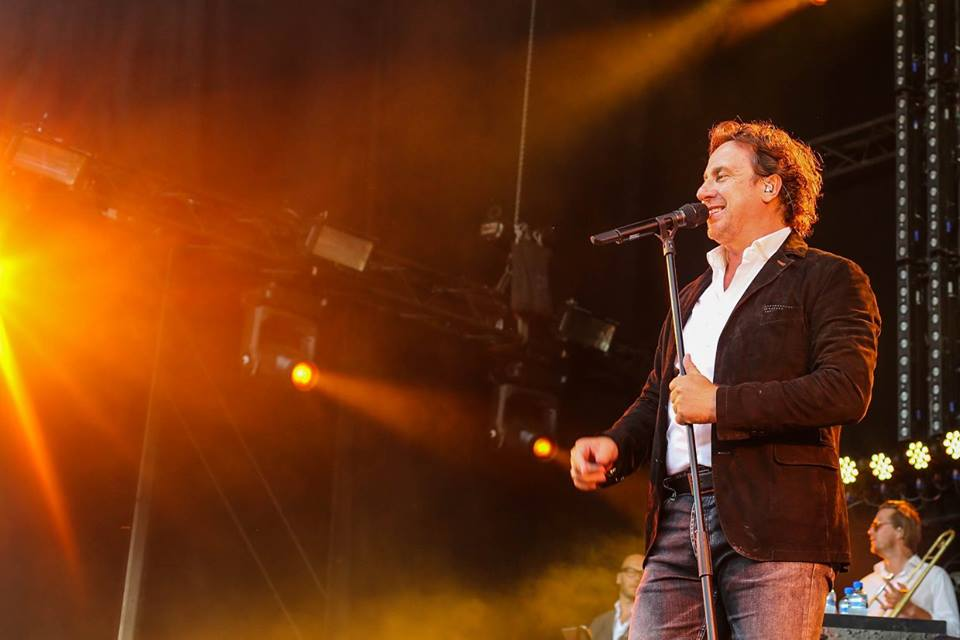 Marco Borsato zingend op een concert voor evenementenfotografie
